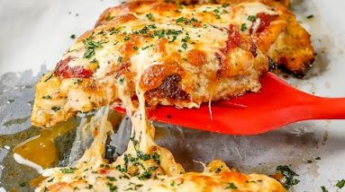 Keto Chicken Parmigiana Recipe – Low Carb Cheesy & Saucy – Very Easy to Make (2g Net Carbs)